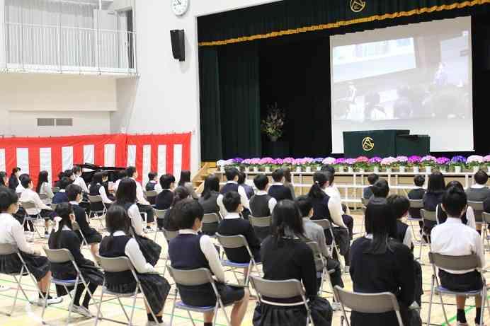 hp 前期課程修了式 ビデオ鑑賞.jpg
